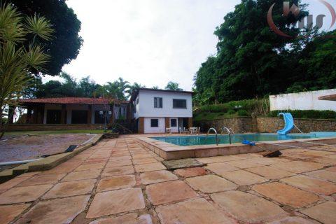 Casa em Salvador com campo de futebol